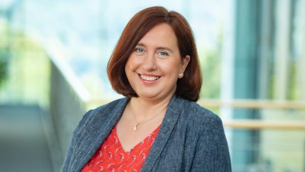 Dr. Astrid Plenk | Rechte: KiKA/Carlo Bansini