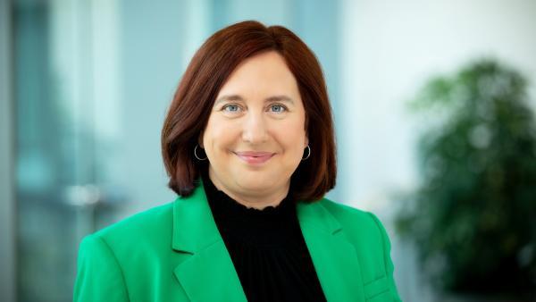 Dr. Astrid Plenk   Rechte: KiKA/Carlo Bansini